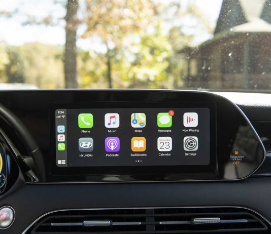 Apple CarPlay Offers Safer Infotainment
